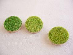 Mini brooch [three] of lawn