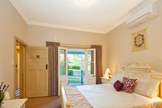 Romantic Bedrooms at Brantwood Cottage, Blackheath NSW, Blue Mountains Accommodation Country Breakfast, Bed And Breakfast, Cozy Inn, Luxury Accommodation, Great Restaurants, Blue Mountain, Modern Luxury, Guest Room, Master Bedroom
