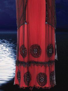 "The ""Jump Dress"" designed by Deborah Lynn Scott for Kate Winslet in Titanic (1997). From Profiles in History Titanic Costume, Titanic Dress, Titanic Ii, Edwardian Costumes, Period Costumes, Movie Costumes, Titanic Kate Winslet, Butterick Sewing Patterns, Mary Elizabeth Winstead"