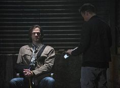 Um, what is going on with Sam's arm? Why is it in a sling? We know Jared Padalecki hurt his arm in real life, but we didn't think that would translate onscreen! Poor Sammy.