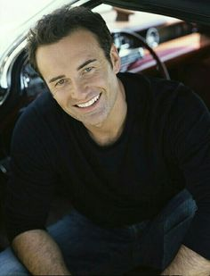 AKA Cole from Charmed. I fell in love with him there. Love People, Beautiful People, Belle Nana, Julian Mcmahon, Charmed Book Of Shadows, Something In The Way, Great Smiles, Fine Men, Actor