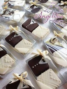 Cookies Wedding Favors Royal Icing 64 Ideas For 20 Wedding Cake Cookies, Cookie Wedding Favors, Chocolate Wedding Favors, Creative Wedding Favors, Wedding Favors Cheap, Wedding Desserts, Mini Wedding Cakes, Wedding Chocolates, Wedding Ideas