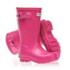 A pair of Hunter Original Kids Wellington Boots in Fuchsia