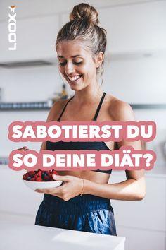 Zum effektiven Abnehmen braucht man ein Kaloriendefizit. Diese Regel ist unumstößlich. Dennoch gibt es noch andere Faktoren, die über den Erfolg einer Diät entscheiden. #diät #abnehmen #gesundeernährung #gesundleben #kraftsport #training #ernährung #kalorien Online Fitness, Fett, About Me Blog, Movie Posters, Health Care, How To Lose Weight, Ketogenic Diet, Film Poster, Billboard