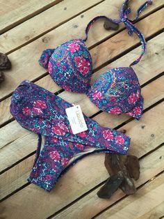 #Liquido #LiquidoModa #Bohochic #Boho #70s #anos70 #Hippie #verao #primavera #flowers #flores #estampas #style #fashion #summer #spring #floral #cores #2016 #ILoveLiquido #HojeEuVouPorAi #biquini #bikini #biquine #beachwear #swimwear #modapraia #praia #maio #paisley