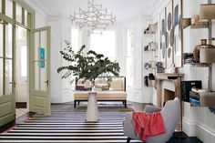 A dramatic use of geometric pattern teamed with modern furniture creates a playful yet sophisticated effect in this Notting Hill town house by Suzy Hoodless Notting Hill, Patio Interior, Interior And Exterior, Interior Design Inspiration, Home Interior Design, Design Ideas, Yellow Side Table, Decoracion Vintage Chic, Townhouse Designs