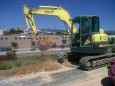 Retro-excavadora giratoria de cadenas- http://www.vinuesavallasycercados.com