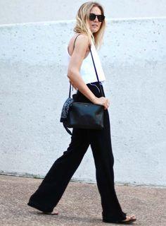 lucy williams look calça flare preta blusa branca