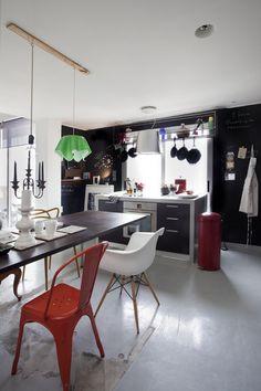 Open house - Eva Topalidou. Veja: http://casadevalentina.com.br/blog/detalhes/open-house--eva-topalidou-2922  #decor #decoracao #interior #design #casa #home #house #idea #ideia #detalhes #details #openhouse #style #estilo #casadevalentina #diningroom #saladejantar