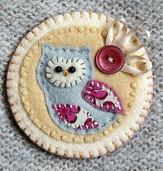 little owl brooch (buttercup boutique) Tags: cute bird beads brooch craft felt fabric owl button handcrafted ribbon applique brooches Owl Crafts, Cute Crafts, Crafts To Make, Felt Owls, Felt Birds, Felt Embroidery, Felt Applique, Fabric Crafts, Sewing Crafts