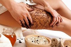 Drinking coffee does not help your cellulite problem at all, however, coffee is an effective cellulite solution if utilized as a body scrub. Rub ground coffee on the cellulite vulnerable areas for 20 minutes every day and rinse. Coconut Oil Cellulite, Lose Cellulite, Cellulite Scrub, Cellulite Remedies, Cellulite Exercises, Uses For Coffee Grounds, Coffee Benefits, Coffee Scrub, Coffee Latte