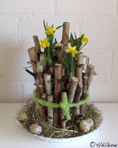 Spring Magic - Tulip Bouquet - DIY Idea 16 super-beautiful decorative pieces made of wood, with which you can cheer your house! – Page 13 of 19 – DIY Craft Ideas Tulip Bouquet, Diy Bouquet, Decoration Communion, Wood Crafts, Diy And Crafts, Diy Ostern, Deco Floral, Easter Wreaths, Easter Crafts