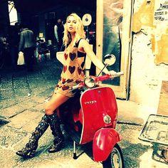 Image may contain: 1 person, sitting and motorcycle Red Vespa, Vespa Bike, Motos Vespa, Piaggio Vespa, Lambretta Scooter, Vespa Scooters, Scooter Motorcycle, Scooter Custom, Mod Scooter