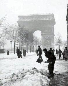 Tour Eiffel, Paris Champs Elysees, Systems Biology, Old Paris, World War Two, Old Pictures, Paris France, Wwii, Vintage Photos