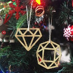Create trendy and glittery ornaments using a Silhouette Cameo and this step by step tutorial.