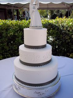 Cake Decorating Store Redlands Ca : 1000+ images about Wedding cakes on Pinterest 3 tier ...
