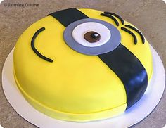 """Gâteau """"Minion"""" et ses cupcakes trop mignons"""