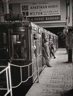 Stepping off the train, Istanbul, Turkey, photograph by Ara Güler. Black N White Images, Black And White, Istanbul Pictures, Empire Ottoman, Paris Match, History Photos, Hagia Sophia, Historical Pictures, Istanbul Turkey