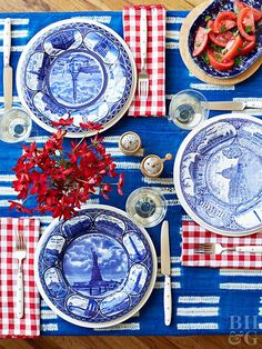 Go all out with pretty, patriotic patterns for your Fourth of July feast. Look for blue and white dishes at a local thrift store. Then dress the table with red-and-white gingham napkins, a blue tablecloth, and festive of July centerpieces. 4th Of July Celebration, Fourth Of July, Blue Table Settings, Place Settings, Vase Transparent, Fabulous Four, Vase Design, 4th Of July Decorations, Holiday Decorations