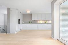 Gausel - Ny flott vert.delt bolig med innredet kjeller og gjennomgående