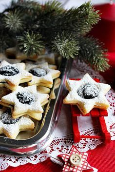 Karácsonyi mákos linzer Hungarian Cookies, Hungarian Recipes, Holiday Cookies, Yummy Snacks, Vegan Desserts, Cake Cookies, Sweet Recipes, Food And Drink, Sweets
