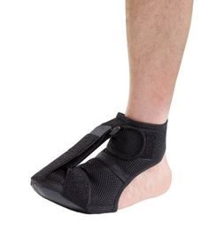 Wake up to relief. adjustable support gently stretches the plantar fascia and achilles tendon while you sleep. helps reduce muscle, tension, inflammation, and heel pain associated with plantar fasciitis. soft, latex-free mesh fabric is breathable and comfortable, while non-slip grip keeps you steady if you need to stand. wear adjustable plantar fasciitis foot support at night with or without a soc ...