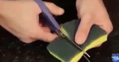Ze knipt een sponsje open en stopt er een magneet in. Waarom? Dit is echt BRILJANT!