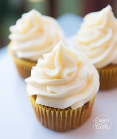 How to make cream cheese frosting that is super creamy, tangy and perfect for frosting cakes and cupcakes! The best cream cheese frosting recipe ever! How to make the best cream cheese frosting that is smooth, tangy and perfect for piping! Cheesecake Frosting, Frosting Recipes, Cheesecake Recipes, Cupcake Recipes, Cupcake Cakes, Dessert Recipes, Cupcakes, Poke Cakes, Layer Cakes