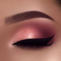 """Another look for Valentine's Day ❤️ My feed is so girly atm  Brows: @anastasiabeverlyhills brow wiz in medium brown Eyeshadow: @anastasiabeverlyhills modern Renaissance Palette """"burnt orange"""", """"Love Letter"""" in my crease and @toofaced Sweet Peach Palette """"Candied Peach"""" """"White Peach"""" Glitter: @motivescosmetics """"Zirconia"""" Liner: @tartecosmetics tarteist clay paint liner"""