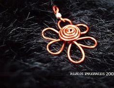 Asuntos imaxinarios: enameled copper flower pendant