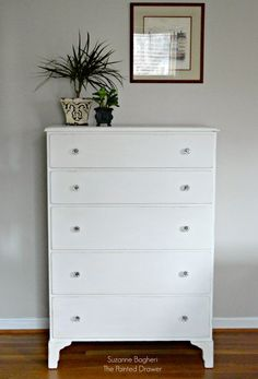 My customer wanted a brighter white (without as much yellow as Annie Sloan Old White) for a very sweet vintage dresser makeover. I wrote a post last week on how to take the yellow out of Old White… Annie Sloan Chalk Paint White, Annie Sloan Chalk Paint Projects, Annie Sloan Painted Furniture, Annie Sloan Old White, White Painted Furniture, Cool Furniture, Furniture Stores, Bedroom Furniture, White Painted Dressers