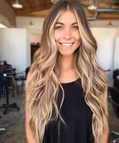 Are you familiar with Balayage hair? Balayage is a French word which means to sweep or paint. It is a sun kissed natural looking hair color that gives your hair . Ombre Blond, Glamorous Hair, Pretty Hairstyles, Blonde Hairstyles, Balayage Hairstyle, Hairstyle Ideas, Brown Hair Blonde Balayage, Blonde Long Hair, Baylage Blonde