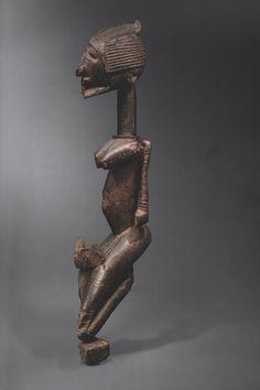 Ethnic group : DOGON Country : Mali Period : Entre la 2e moitié du XVe siècle et le 1er quart du XVIIe siècle (cf analyse C14) Material : Bois dur patiné Height : 89 cm Provenance : Pace...
