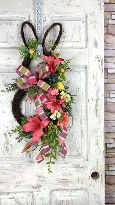 Diy Spring Wreath, Spring Wreaths For Front Door Diy, Door Wreaths, Deco Floral, Holiday Wreaths, Easter Wreaths Diy, Wreath Crafts, Easter Crafts, Crafty