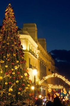 images of christmas scenes in spain | The Christmas tree that greets revelers at the Puerta del Sol