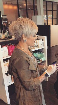 Best Pixie Haircuts for Over 50 2018 – 2019 Thin Hair Cuts thin hair cuts female Pixie Bob Haircut, Pixie Haircut For Thick Hair, Thin Hair Cuts, Haircut For Older Women, Short Pixie Haircuts, Cute Hairstyles For Short Hair, Short Hair Styles, Hairstyles 2018, Shaggy Pixie Cuts