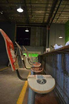 amazing homes interior Skateboard Decor, Skateboard Furniture, Skateboard Design, Recycled Furniture, Diy Furniture, Furniture Design, Bar Deco, Aesthetic Rooms, Skateboards