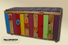 Trunk made from pallet/ Baul para los juguetes, hecho de estibas