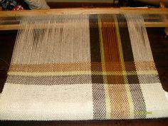 Angel Corazón de Lana: Viaje a Pipinas ,mi pueblo querido y mas trabajos en telar Weaving Textiles, Weaving Patterns, Loom Weaving, Hand Weaving, Weaving Projects, Weaving Techniques, Diy And Crafts, Tapestry, Crafty