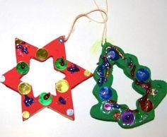 Basteln mit Kindern - Ideen für den Advent: Basteln Sie mit Ihrem Kind selbstgemachten Christbaumschmuck. Den Schmuck hängen Sie dann am Weihnachtsabend am Christbaum auf.