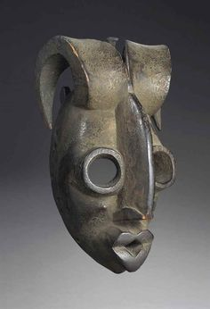 MASQUE OGONI, DE TYPE KARIKPO Nigeria, Région Cross River? Hauteur: 24.5 cm.