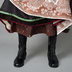 Understakk og forkle; Rekonstruert Vest-Agder drakt fra 1810 Folk Costume, Costumes, Folk Clothing, Folk Embroidery, Going Out Of Business, Line S, Girl Dolls, Inventions, Vest