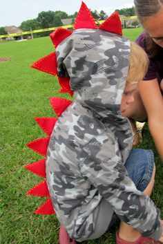 Snippets of My Family, Faith, and Crafting: DIY: Dino-Hoodie#c5565111215883271930