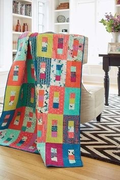 Stoplight is a bright, contemporary quilt, thats made using 2 precut strips. Cut into squares and rectangles, its a true patchwork quilt and its fun to make.Many Free Jelly Roll Quilt TutorialsStoplight Quilt - The Quilting CompanyPre-cut quilt patterns a Jellyroll Quilts, Scrappy Quilts, Easy Quilts, Owl Quilts, Patchwork Quilting, Jelly Roll Quilt Patterns, Quilt Patterns Free, Jelly Roll Quilting, Modern Quilt Patterns