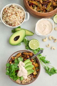 These easy vegan sheet pan fajita bowls spicy roasted chickpeas, and a zippy chipotle-lime cashew cream are sure to be a crowd pleaser. Mexican Food Recipes, Whole Food Recipes, Vegetarian Recipes, Healthy Recipes, Vegetarian Mexican, Dinner Recipes, Fall Recipes, Healthy Meals, Healthy Food