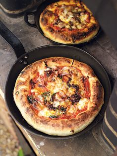 Deep pan pizza -Jamie Oliver - This is amazing!!!! Remember for next time not to make crust too thick