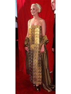 Just because Lizzy wore a dress made up of gold American Express cards doesn't mean the money-licious look is the best that money can buy. She needs to put those cards to work and buy a real dress. via StyleList Oscar Fashion, 90s Fashion, Fashion News, Gold Dress, Fancy Dress, Dress Up, Oscar Dresses, Red Carpet Dresses, Cool Costumes