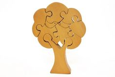 A beautiful eco connected jigsaw puzzle with 9 pieces made in Haldu wood with natural finish. This will help your child come closer to nature! What else can be better that a tree with birds!