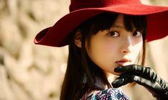 """Sumire Uesaka dan Luna Haruna Akan Nyanyikan Lagu Tema Anime 'Urahara' Situs resmi untuk adaptasi anime Urahara baru saja mengumumkan para penyanyi lagu tema untuk anime tersebut serta pengisi suara tambahan mereka. Lagu pembuka dari anime ini akan dinyanyikan oleh Sumire Uesaka yang juga mengisi peran Mari Shirako dan lagu penutupnya akan dinyanyikan oleh Luna Haruna yang memerankan peran Rito Sudou. Seri ini akan tayang pada musim gugur tahun ini. Lagu pembukanya akan berjudul """"Antithese…"""