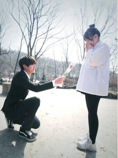 The best rank in FF Yang suka gf x bts silahkan Couple With Baby, Girl Couple, Perfect Couple, Ulzzang Korea, Korean Ulzzang, Ulzzang Couple, Ulzzang Girl, Kpop Couples, Cute Couples
